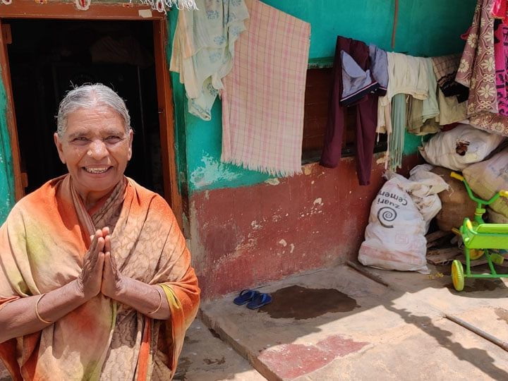 70 year old Kamalamma Donates Rs. 500 Monthly Pension Karnataka Cm Fund